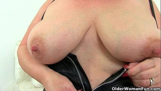 English granny lacey starr using her magic wand dildo