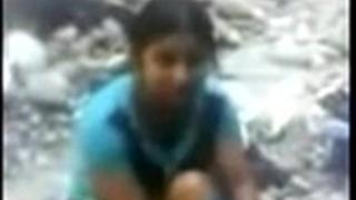Desi cheating wife screwed outdoor