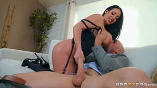 Juggy whore hops on long penis after receiving oral