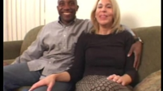 Amateur mommy resolves to take on a large dark penis in interracial clip